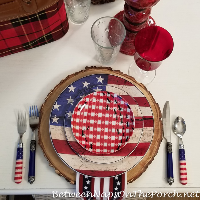 Mixing Dish Patterns in a 4th of July Tablescape