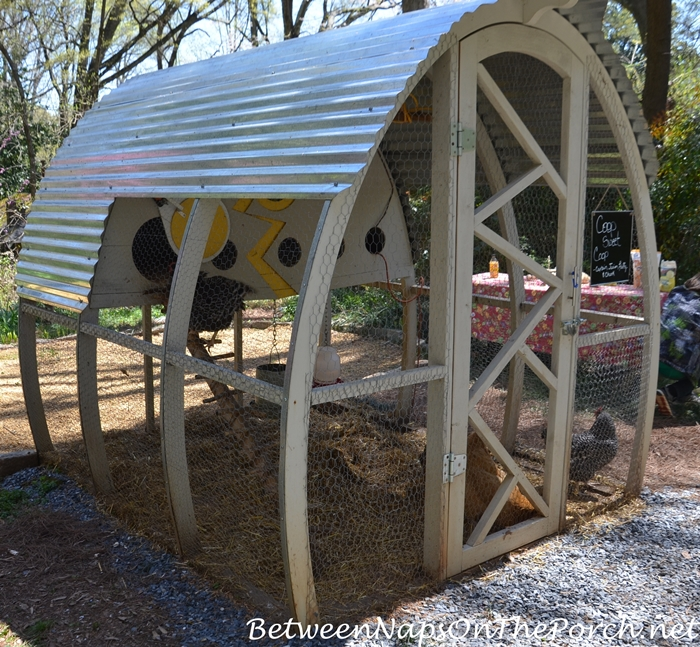 Chicken Coop in Arched Shape