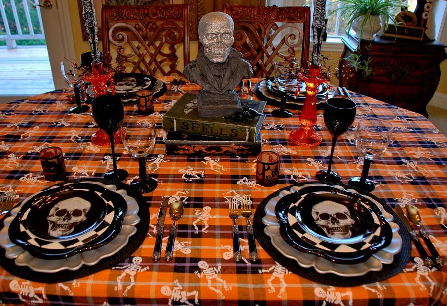 Spooky Halloween Table And Halloween Mantel & Halloween Table Settings - Castrophotos