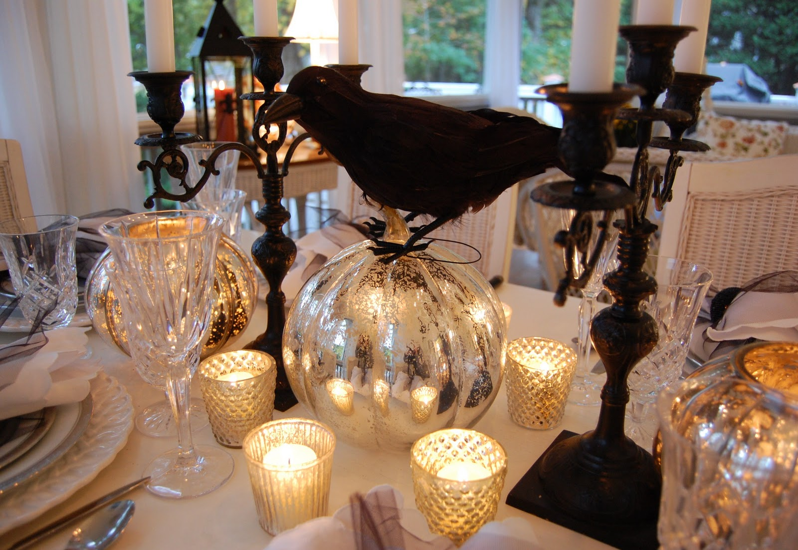 Halloween tablescapes - Halloween Table Setting Decorating