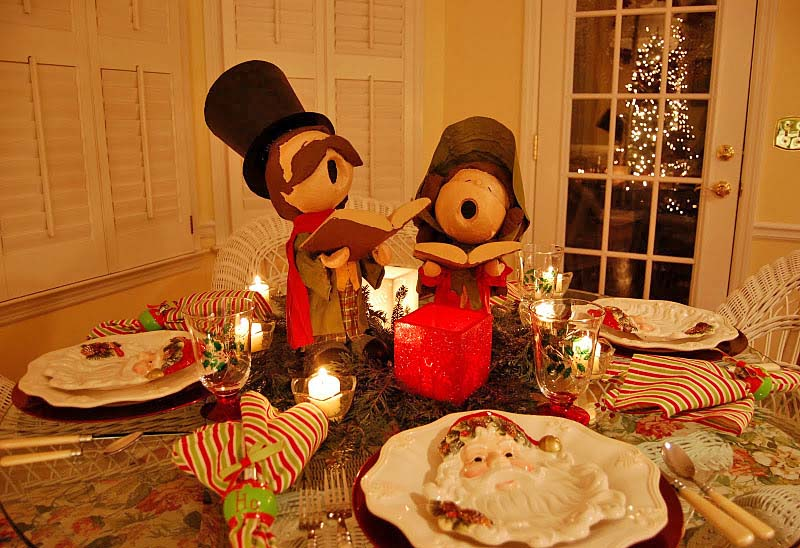 Christmas Table Setting With Dip And Drape Carolers