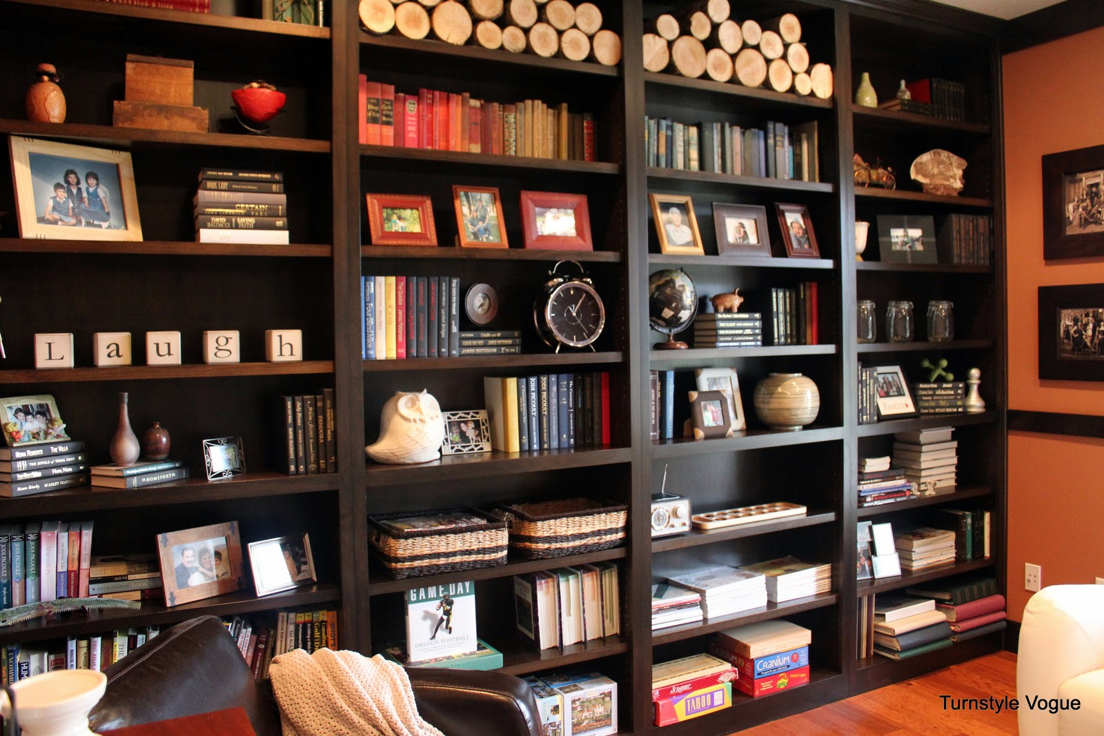 10 fabulous before and afters - Bookshelf design on wall ...