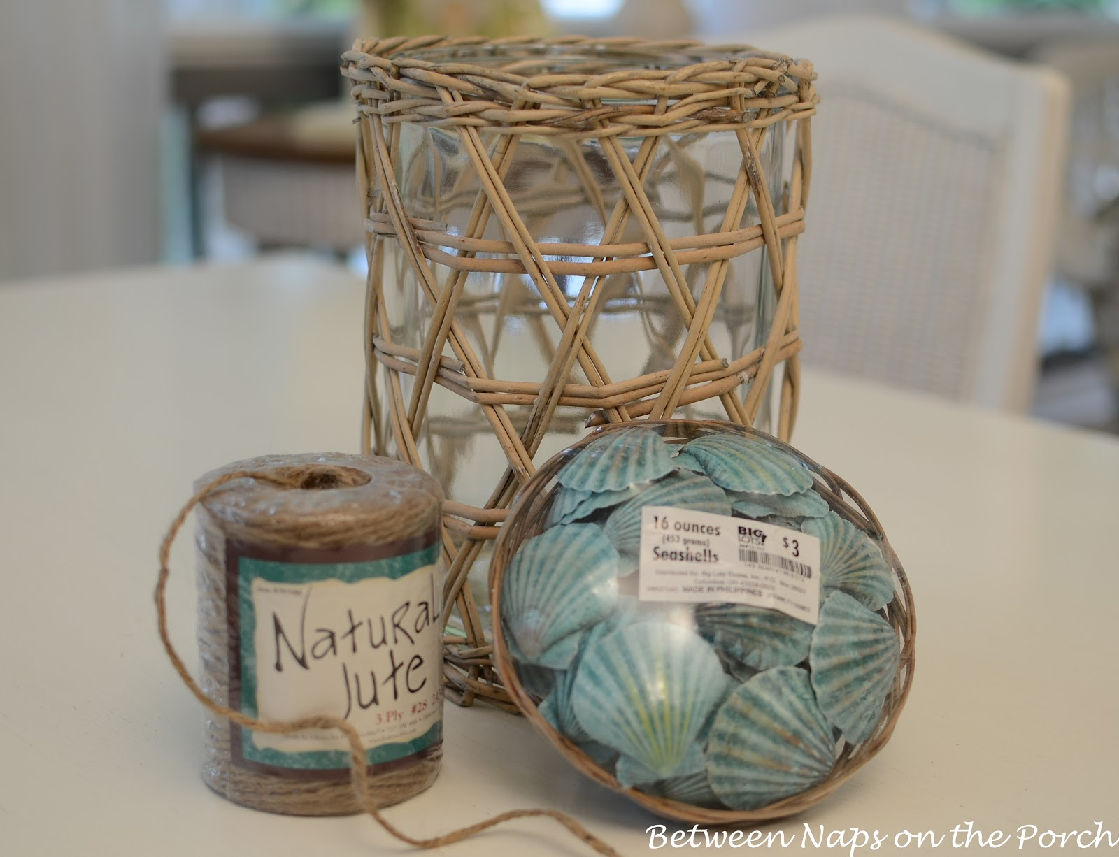 Seashell craft for nautical beach house decorating - Deco table marine ...