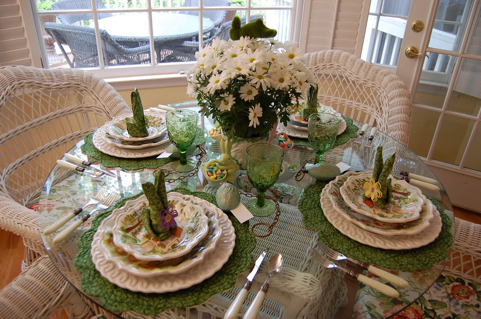 Easter table setting tablescape with floral centerpiece for Tablescape decor