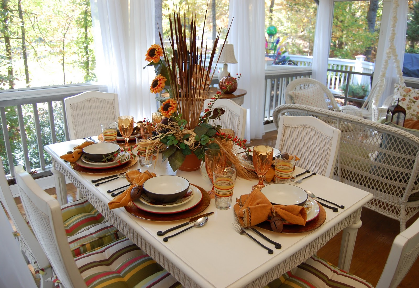 Fall dining on the porch celebrating the russet shades of for Tablescape decor