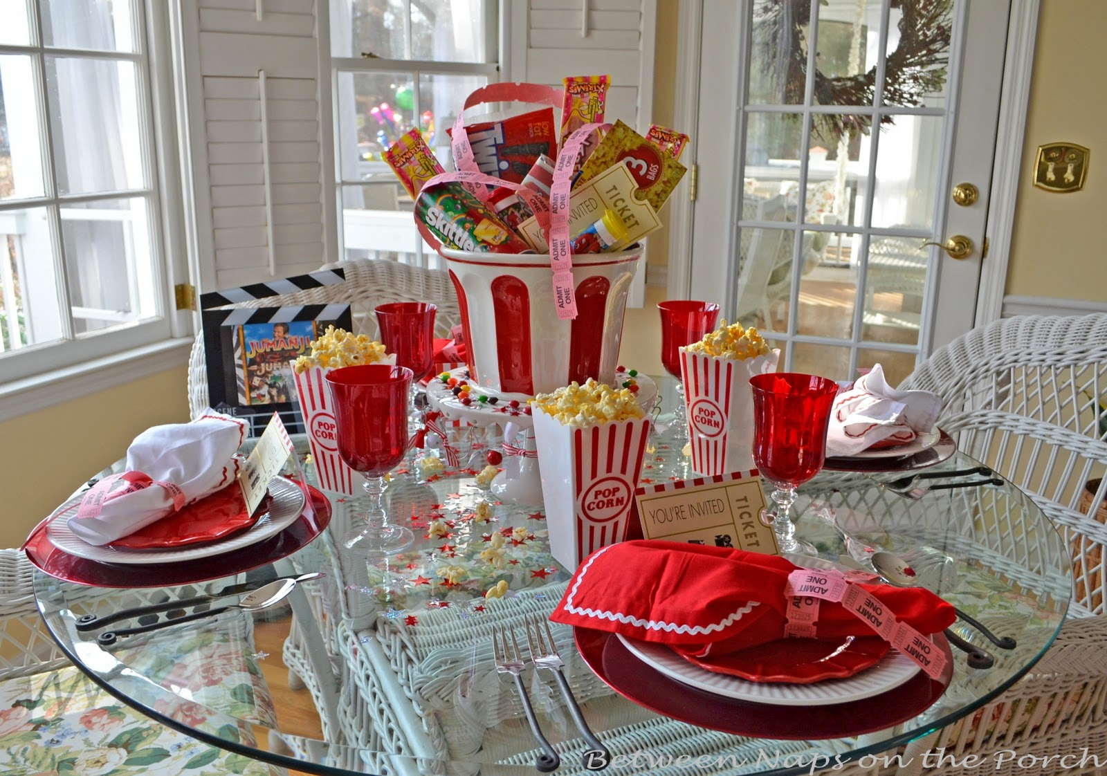 Children s party table for movie night for Table decoration ideas for parties
