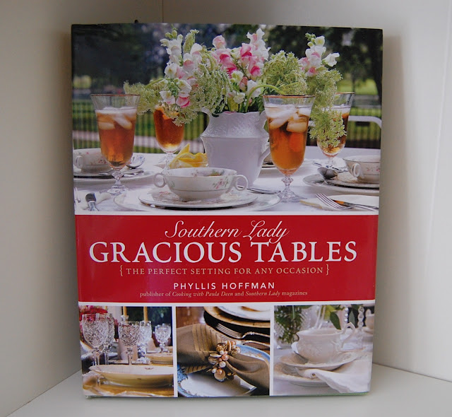 Southern Lady, Gracious Tables by Phyllis Hoffman