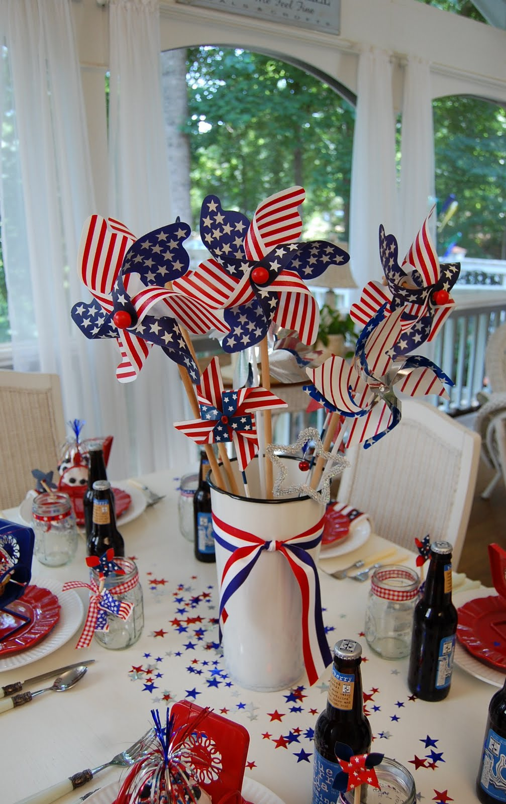A patriotic celebration table setting for 4 of july decorations