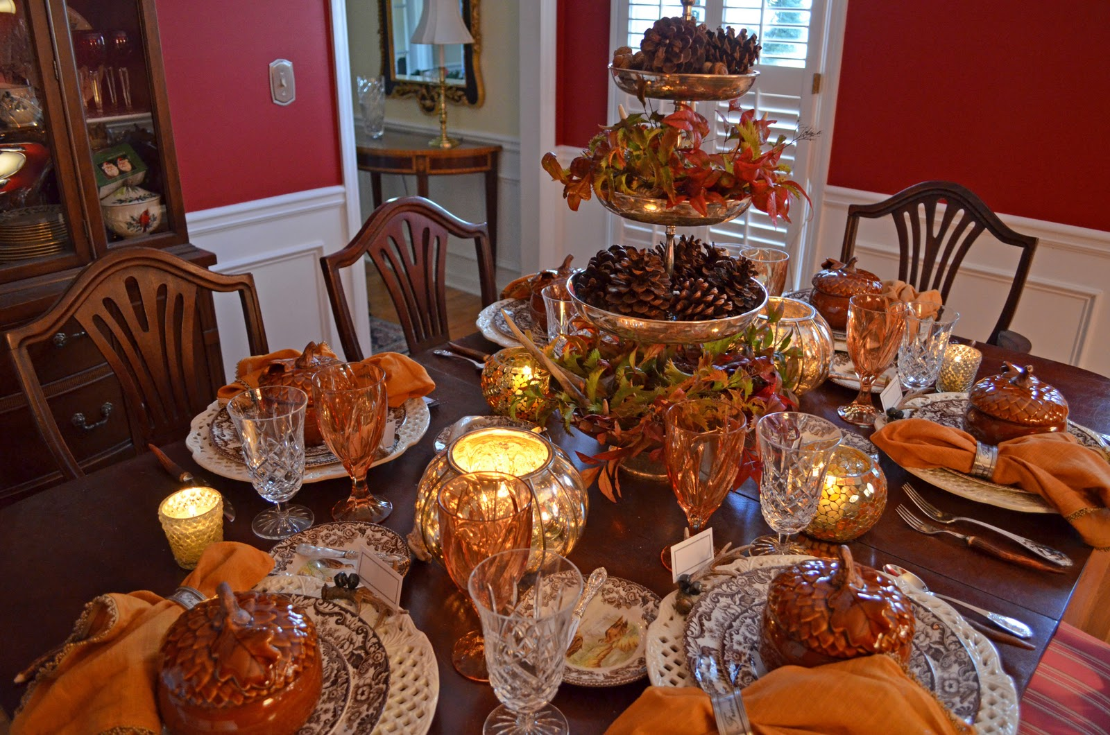 Thanksgiving table setting with nature themed centepiece Thanksgiving table