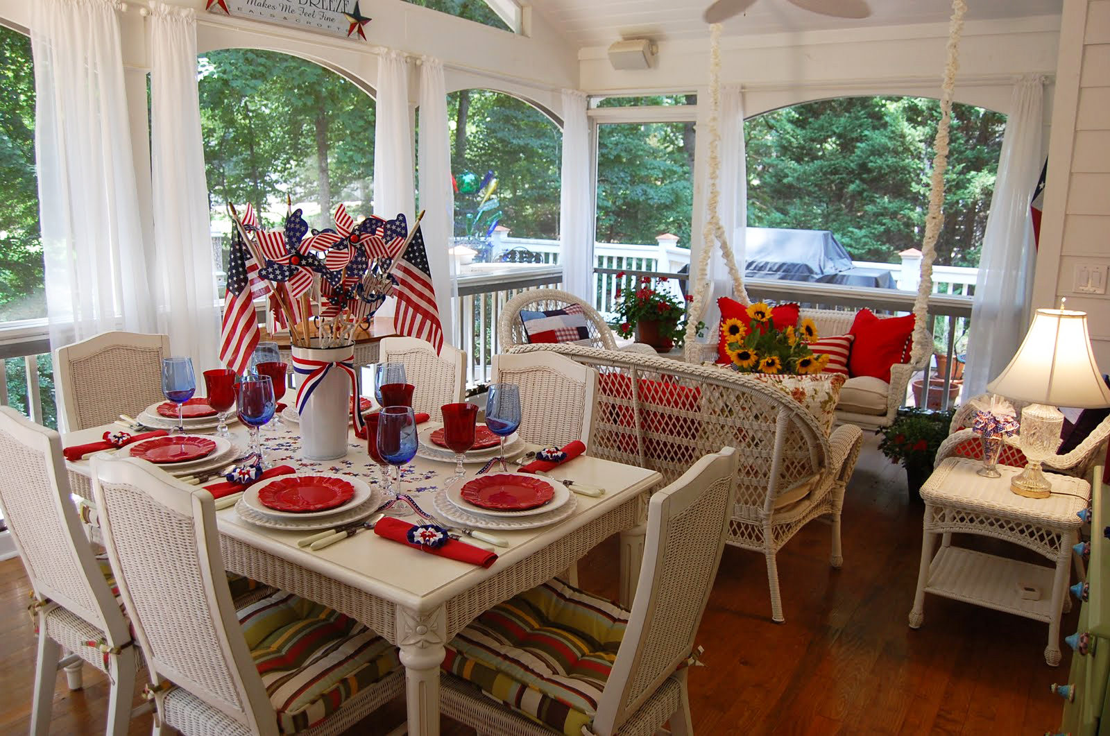 Decorating the porch for autumn Screened in porch decor