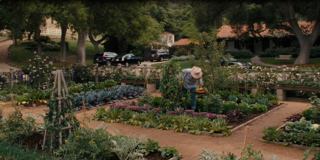 Tour the spanish style home in the movie it 39 s complicated for Gorgeous vegetable garden