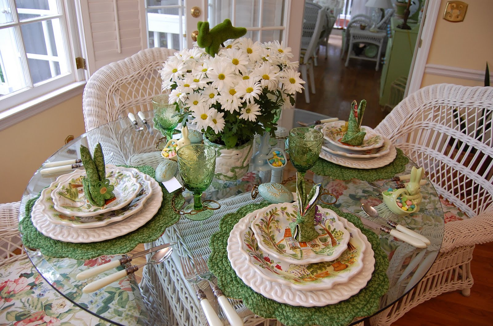 Easter table setting tablescape with floral centerpiece for Easter dinner table setting ideas