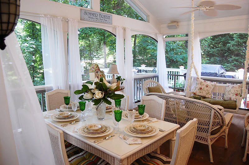 Screened-in Porch in the summertime