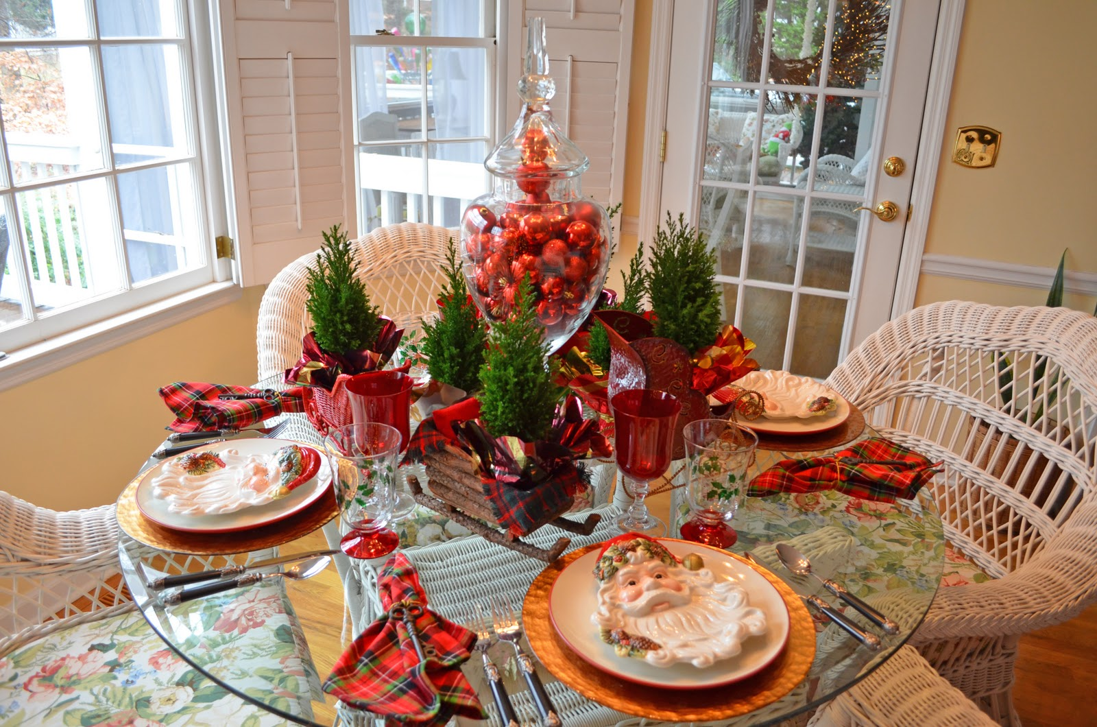 Santa themed tablescape with santa plates and a sleigh for Round dining table centerpiece ideas