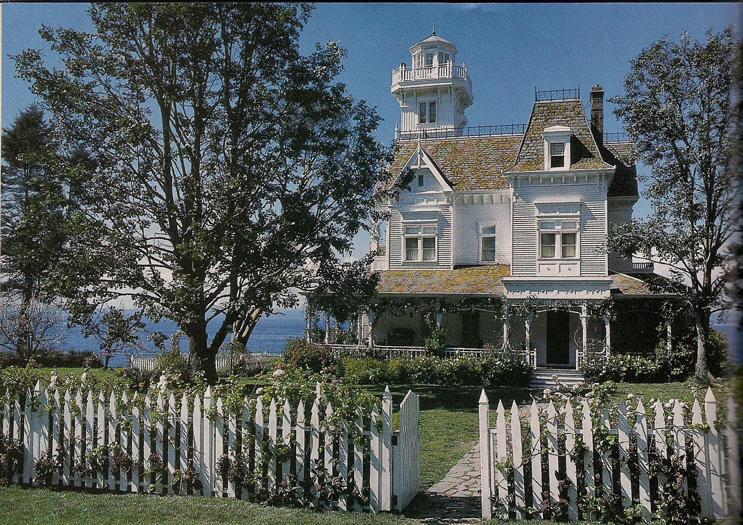 Practical magic tour this beautiful victorian movie house for Beautiful house tour