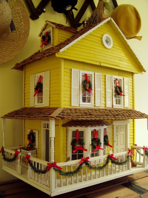 Decorating a Dollhouse for Christmas