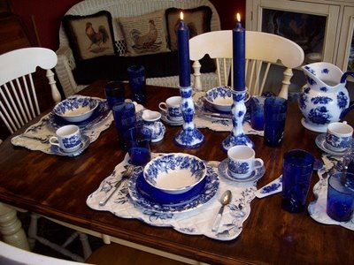 Blue & White Tablescape Table Setting
