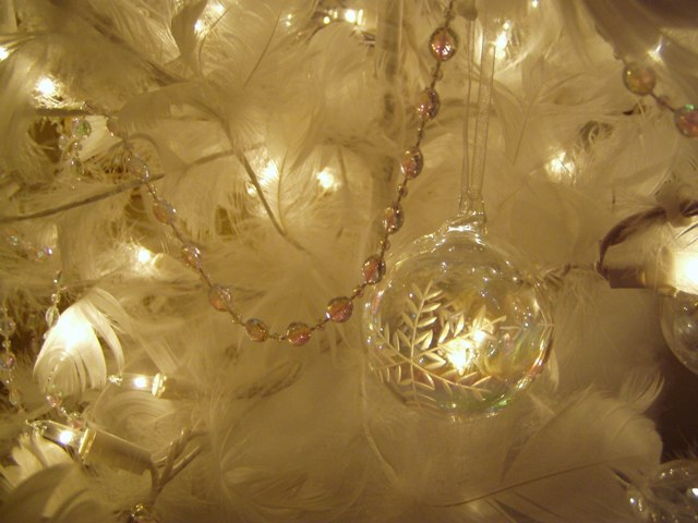 a feather christmas tree for the guest room - White Feather Christmas Tree