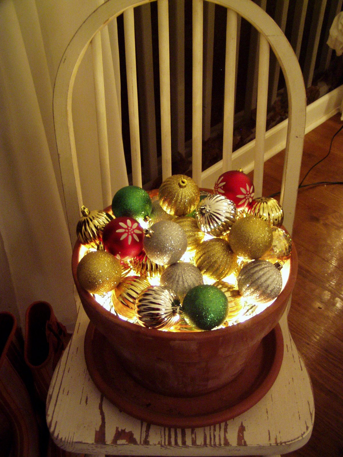 A christmas tree for the porch for Pot decoration pictures