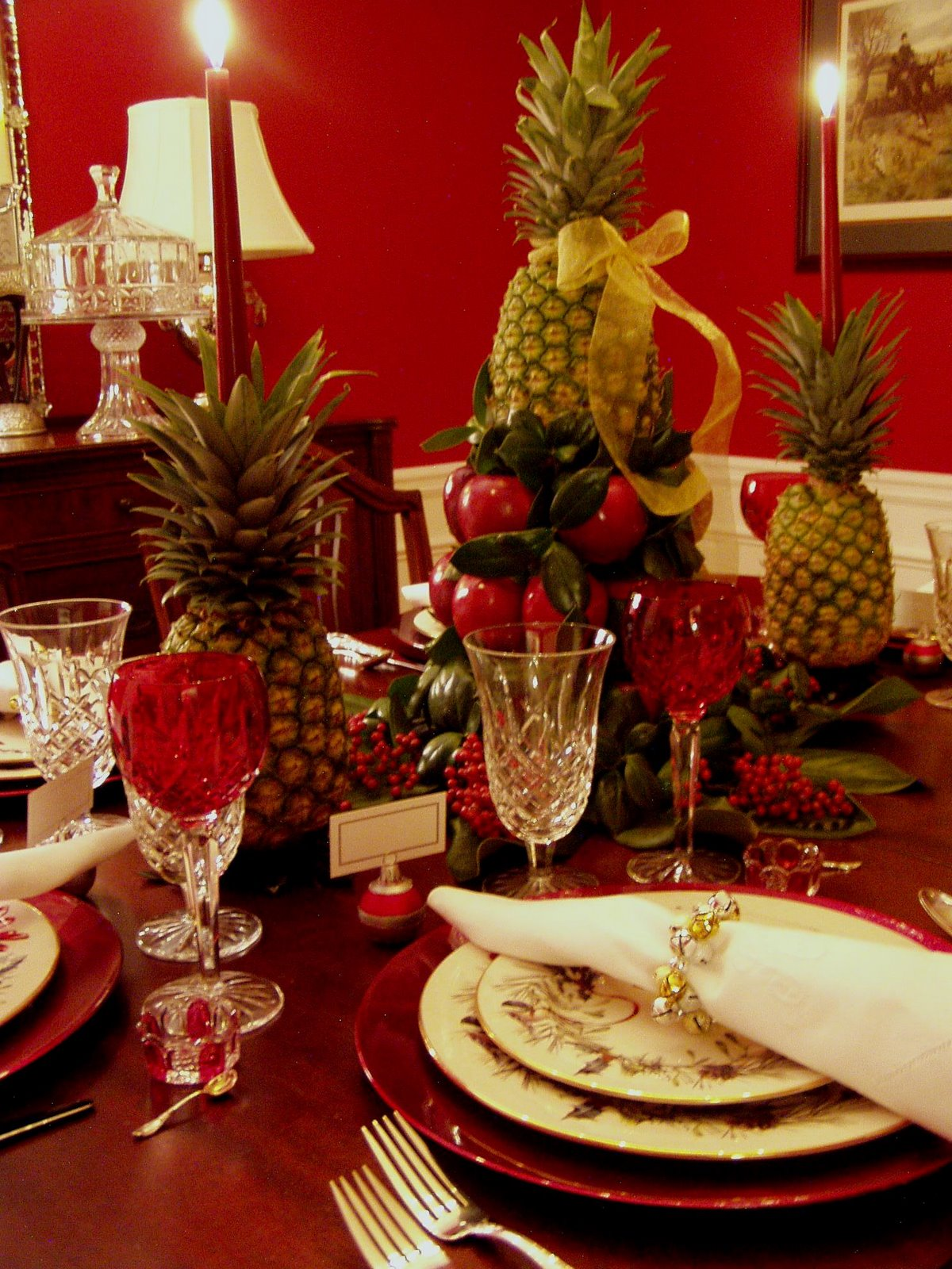 colonial williamsburg christmas table setting with apple. Black Bedroom Furniture Sets. Home Design Ideas