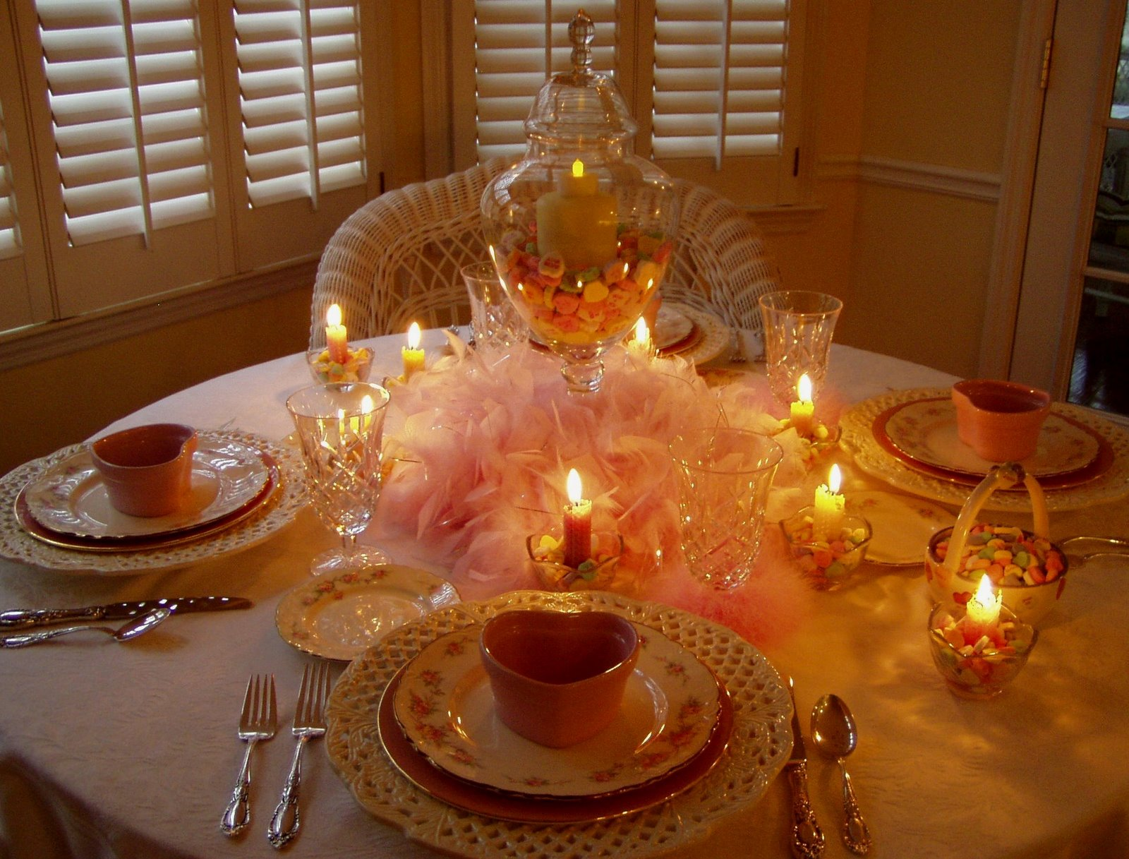 Romantic valentine 39 s day dinner for Romantic dinner decoration ideas