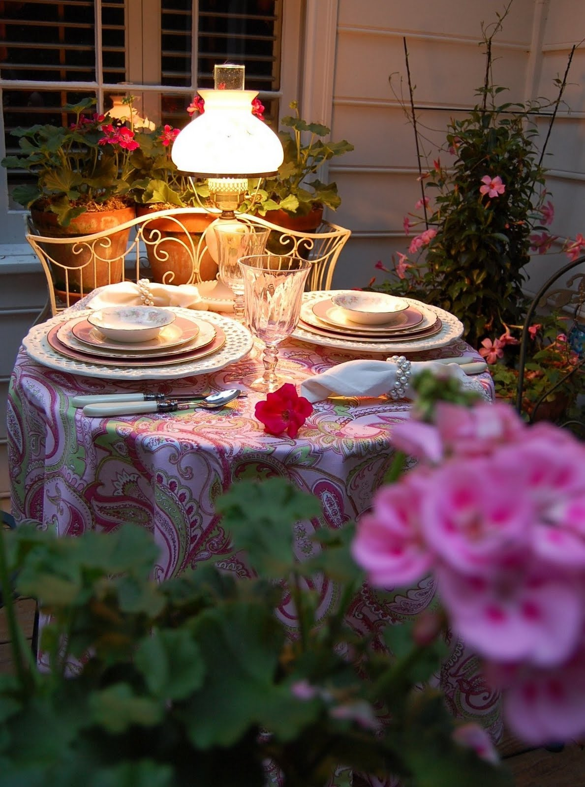 Table For 2 : Romantic table for two on the deck