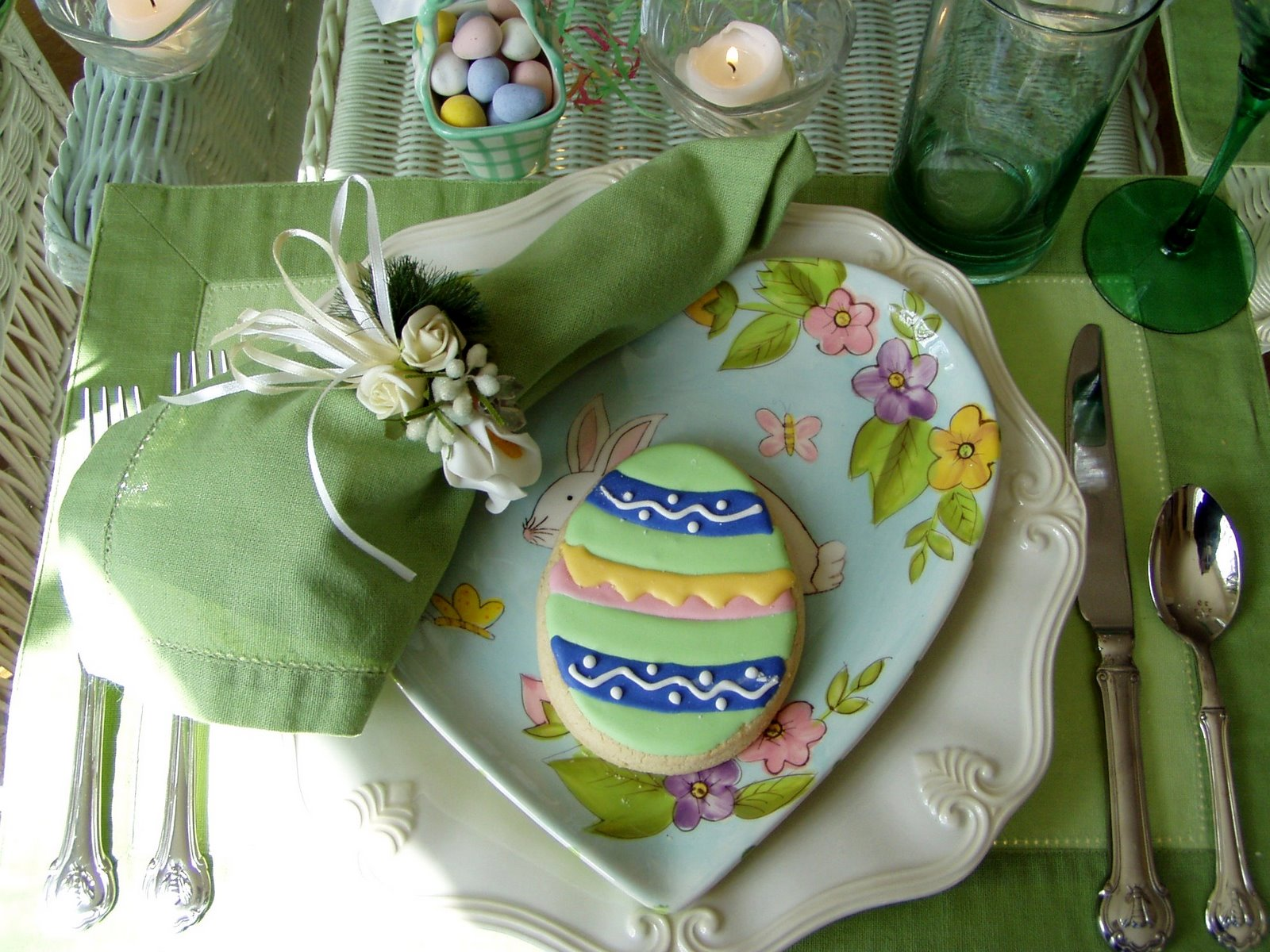 easter table setting tablescape with bunny centerpiece. Black Bedroom Furniture Sets. Home Design Ideas