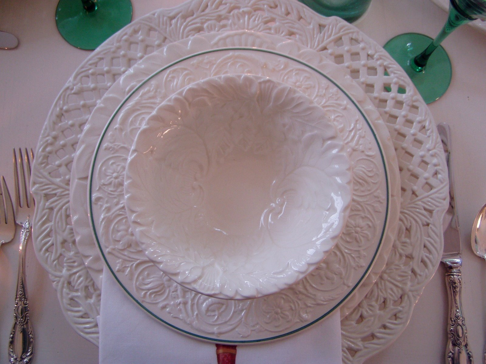 I pulled our color scheme (green and purple) from these special Wedgwood salad plates. & Tables Setting with Beautiful Wedgwood