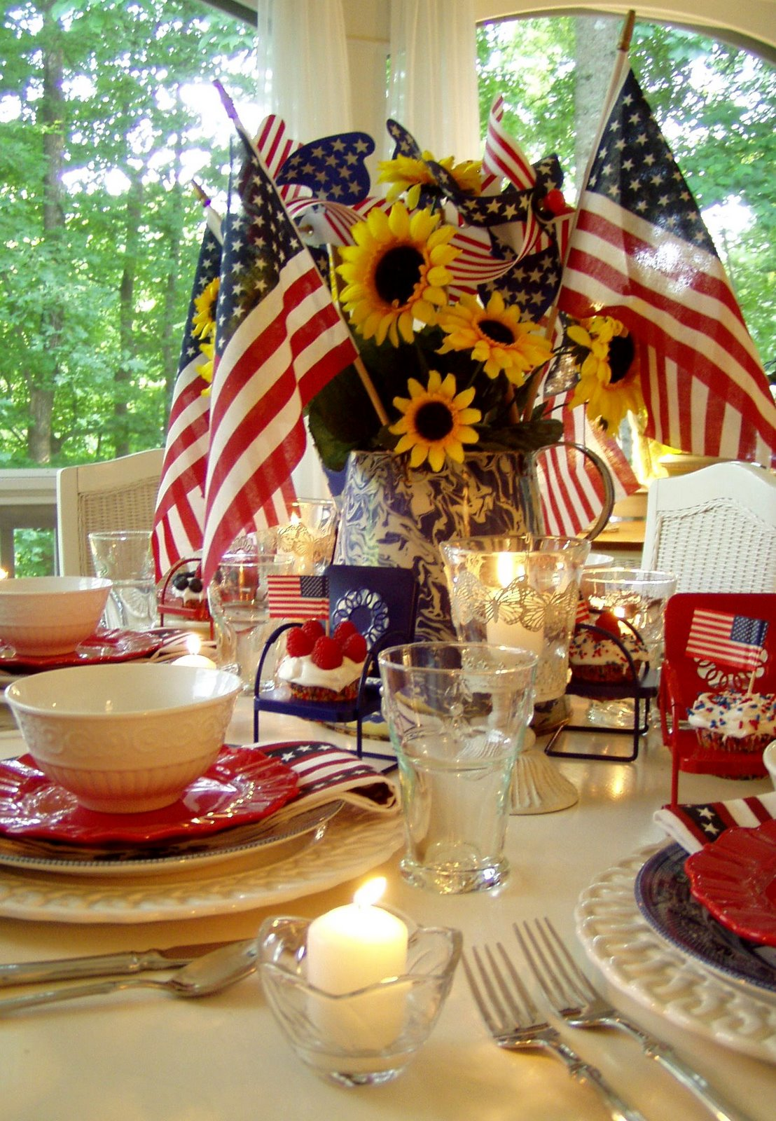Th of july party and table setting ideas