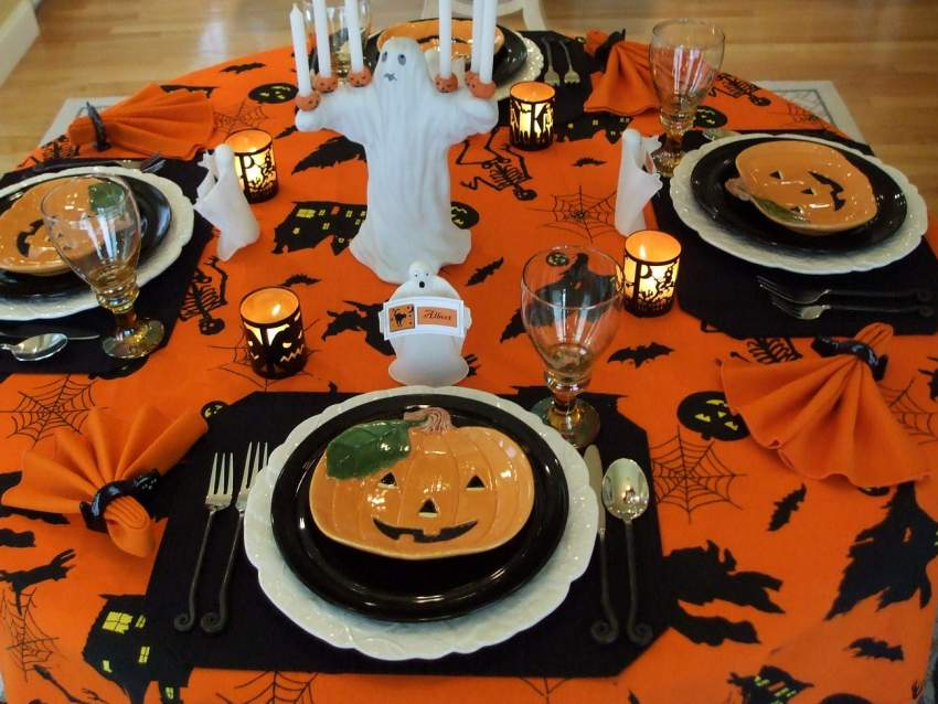 halloween tablescape with a ghostly centerpiece. Black Bedroom Furniture Sets. Home Design Ideas