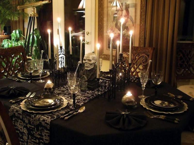 Halloween Table Setting Decorating