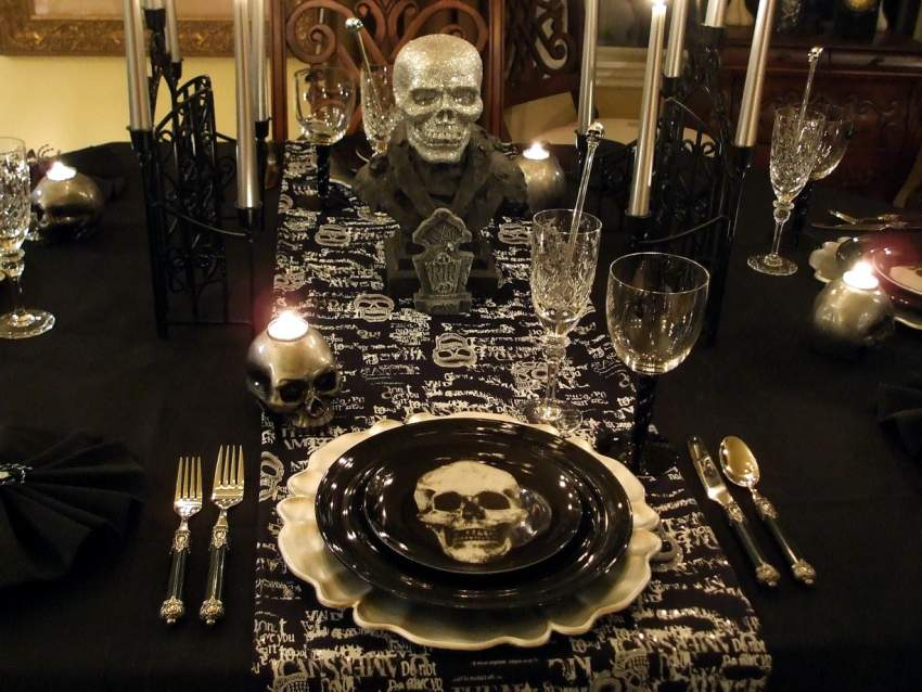Halloween Table Setting Decorating & Halloween Tablescape with a Ghostly Centerpiece