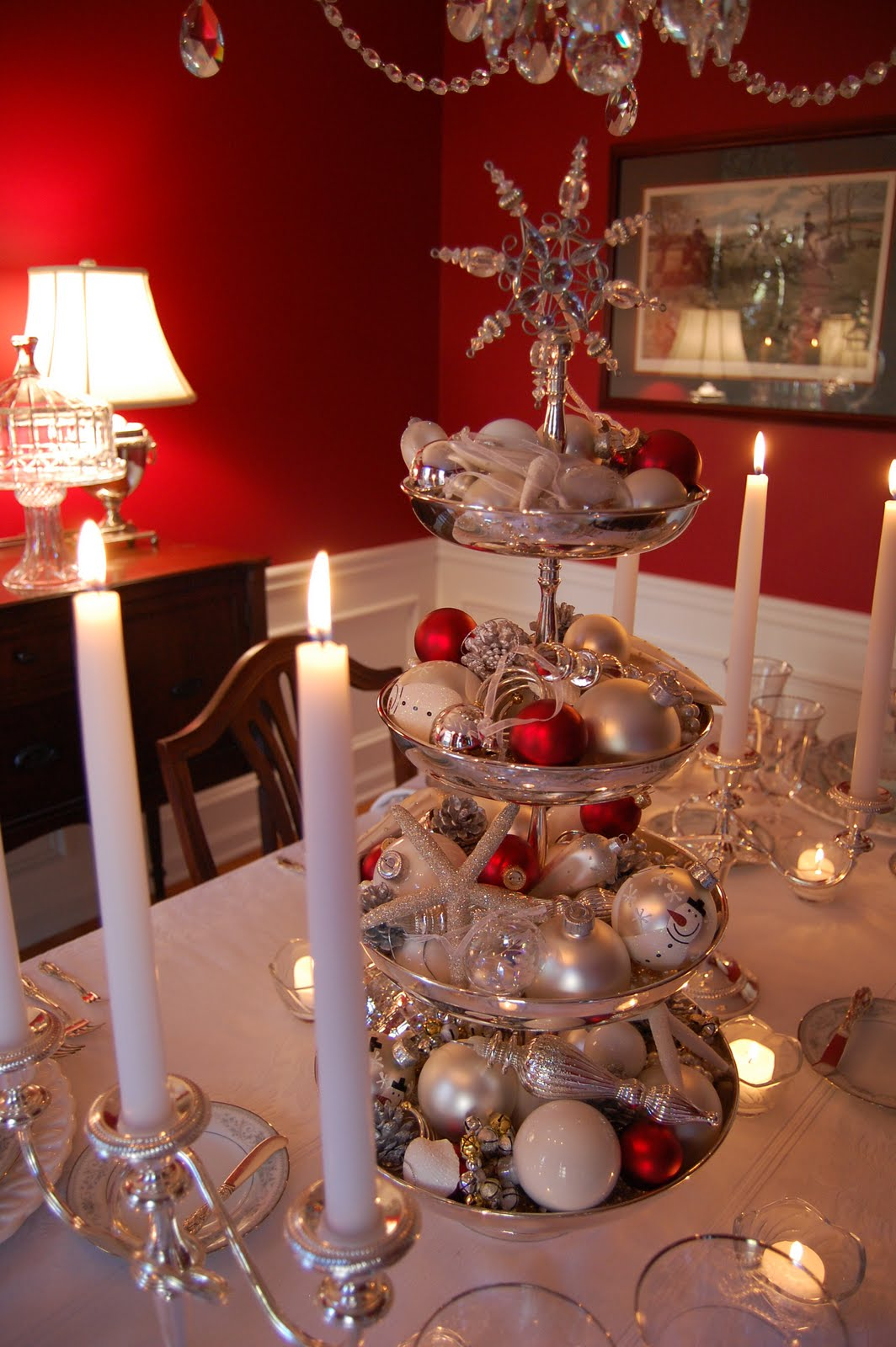 Christmas tablescape table setting with silver tiered - Christmas table setting ideas ...