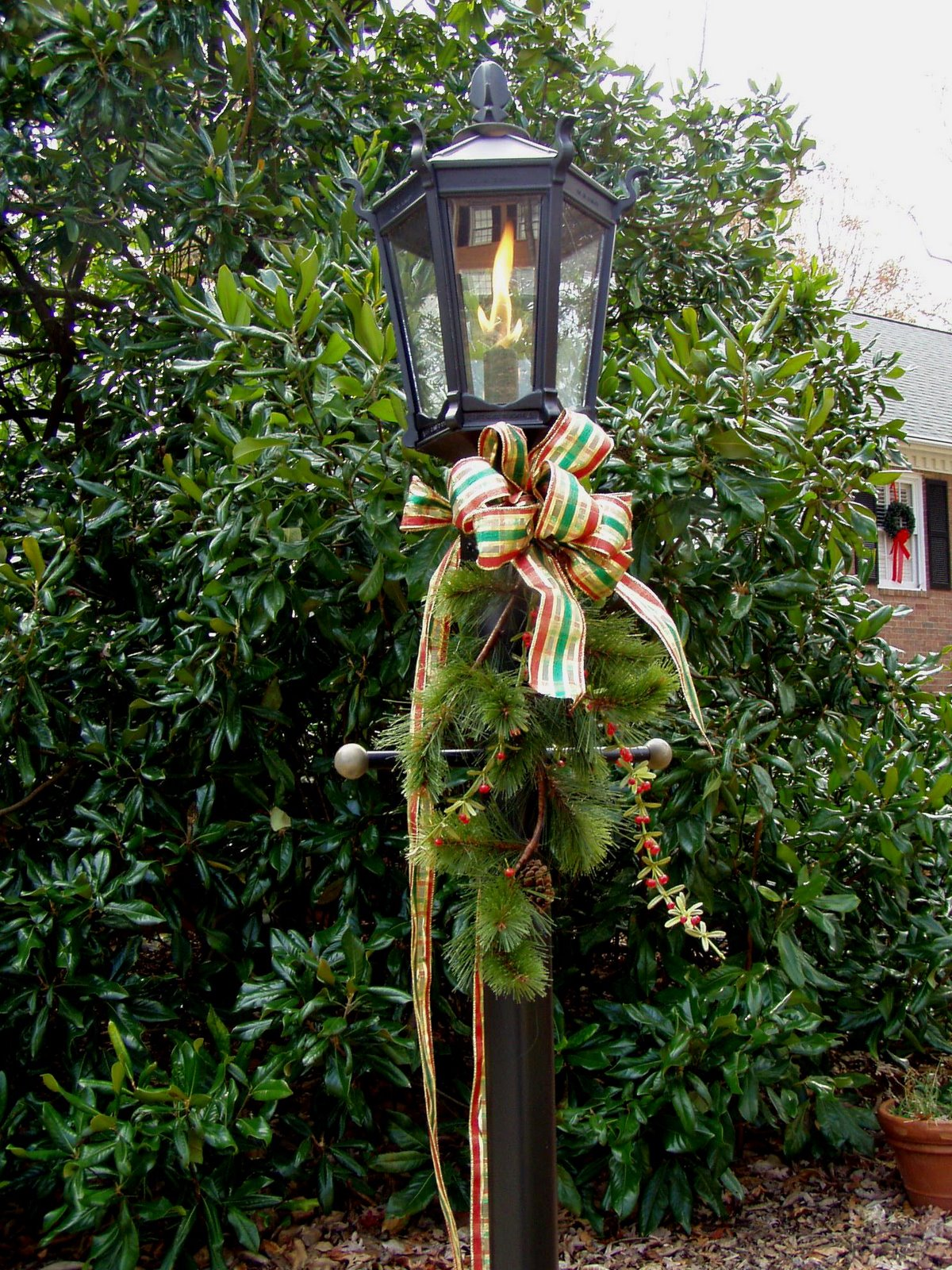 Decorate for a traditional christmas - Christmas exterior decoration ideas ...
