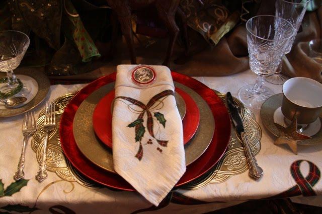 Beautiful napkins they match the wonderful tablecloth