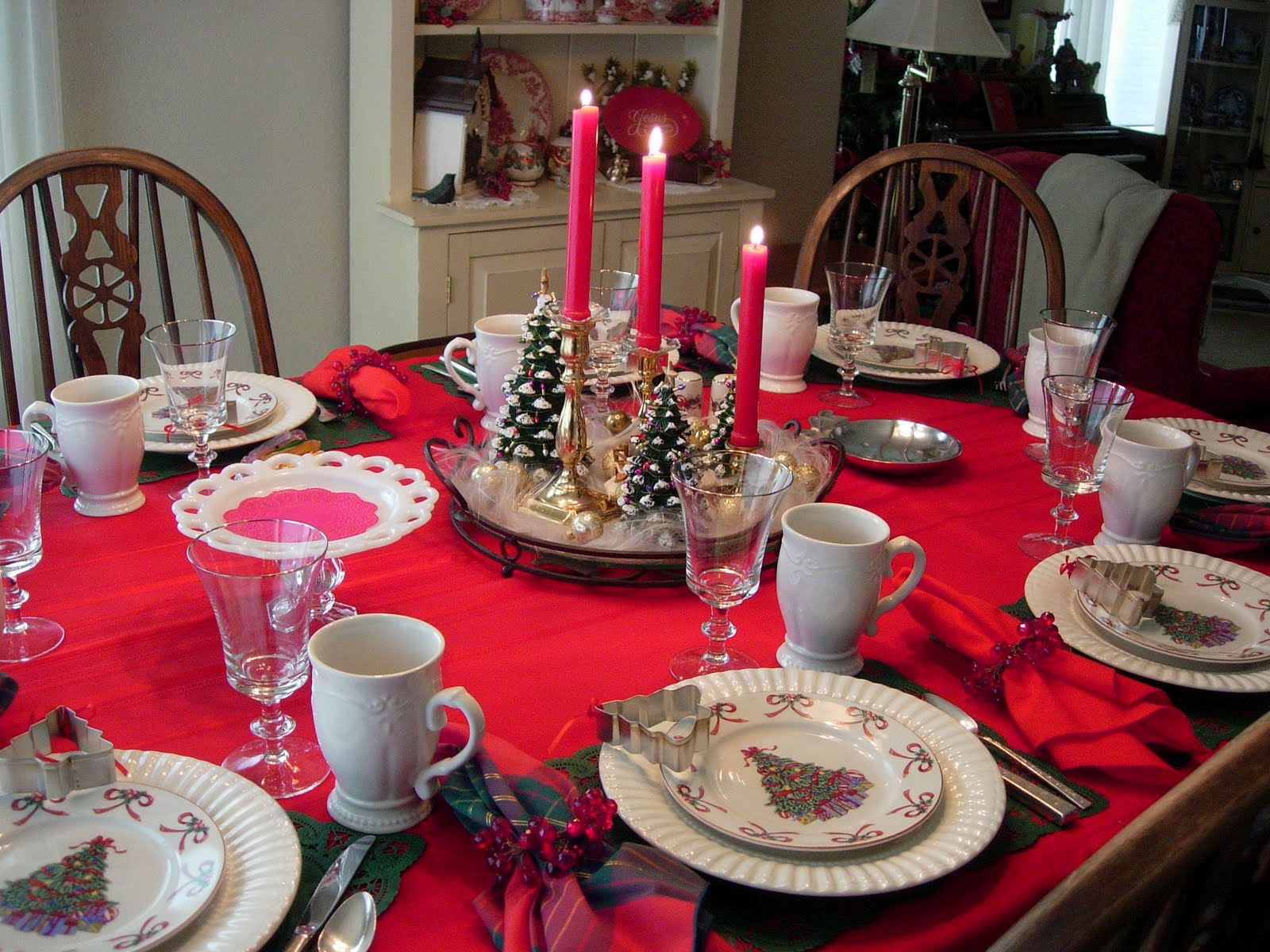 Christmas and holiday tablescapes table settings - Christmas table setting ideas ...