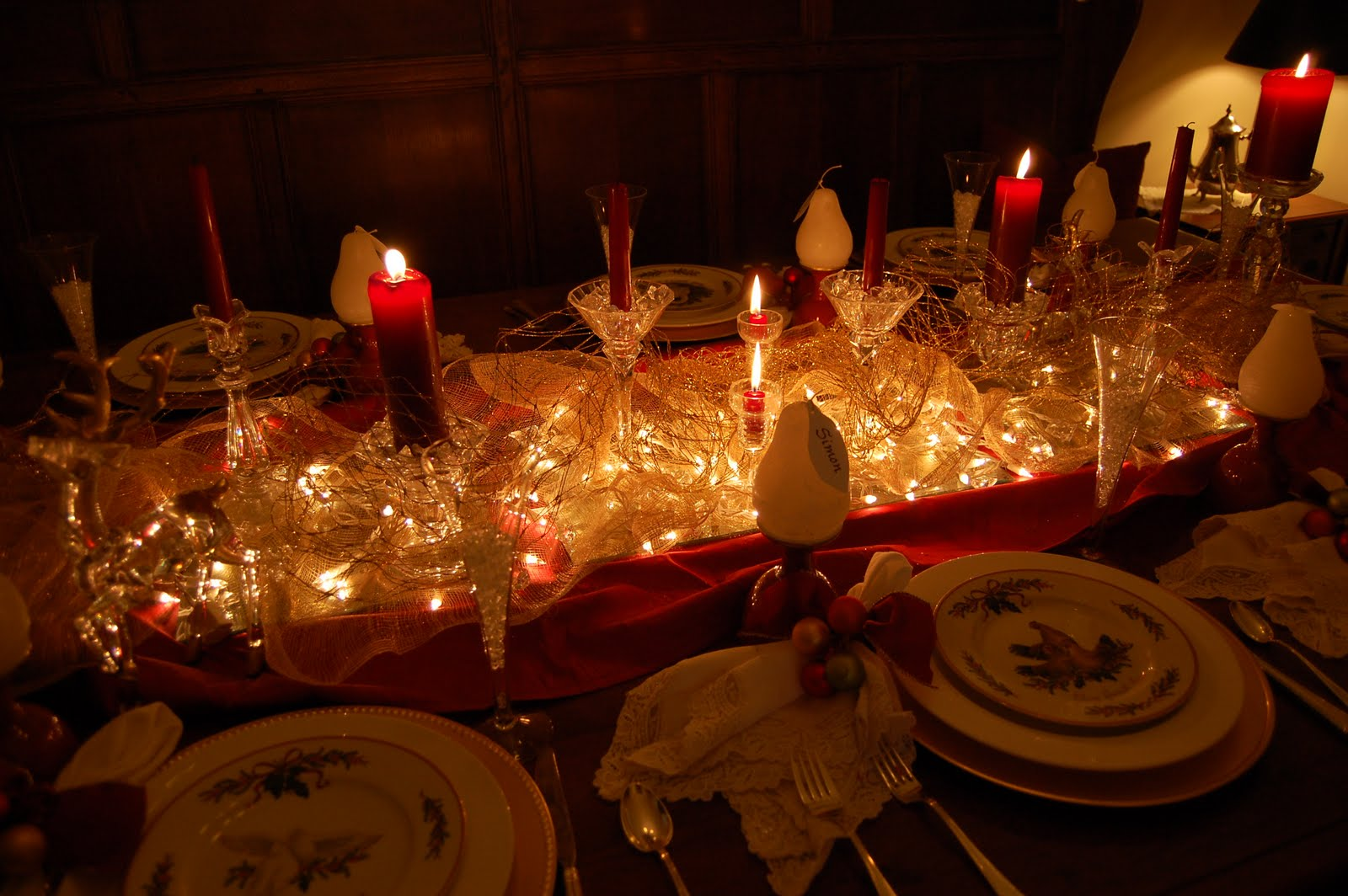 Christmas and holiday tablescapes table settings - Decorations de table pour noel ...