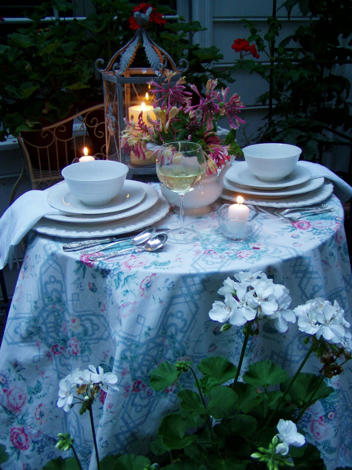 How To Create Beautiful Table Settings On A Budget