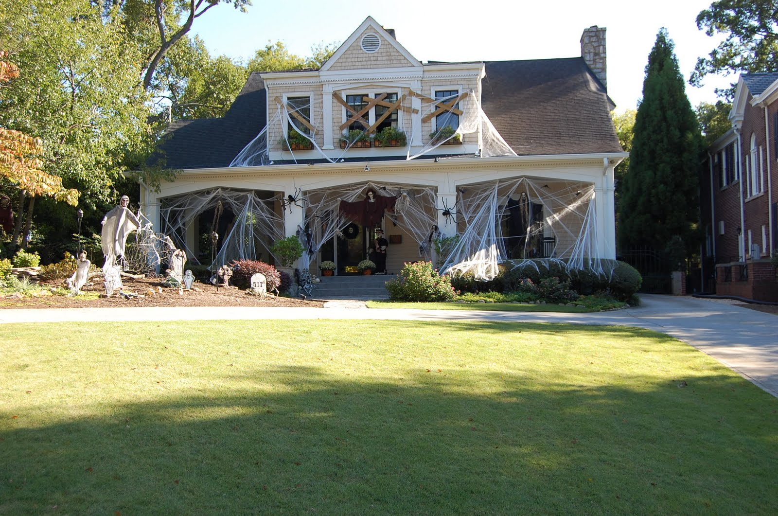 Scary halloween house decorating ideas - Gallery Of Scary Halloween House Decorations