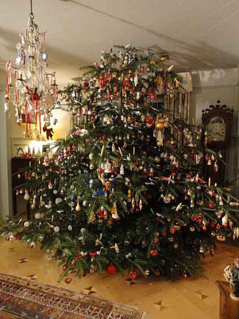if i converted that correctly its almost 9 feet tall and around 13 feet around lets take a closer look at some of the amazing ornaments cornelia has - How To Properly Decorate A Christmas Tree