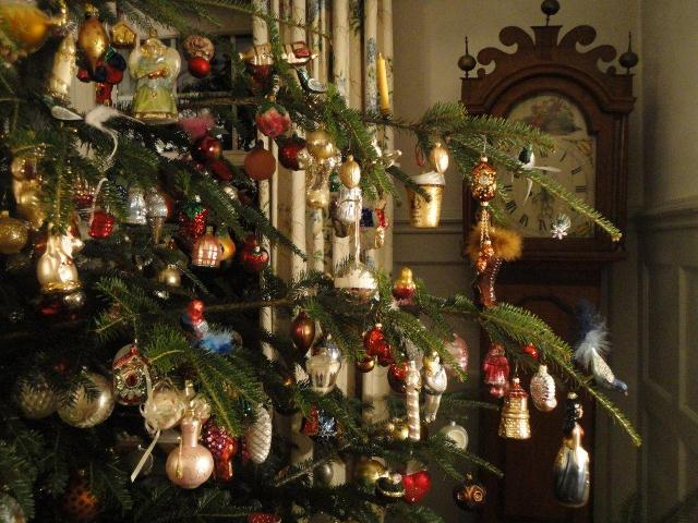 cornelia told me in switzerland most people do have real candles on the tree i only have ten candles on the tree because it is such a huge tree and too - German Christmas Tree
