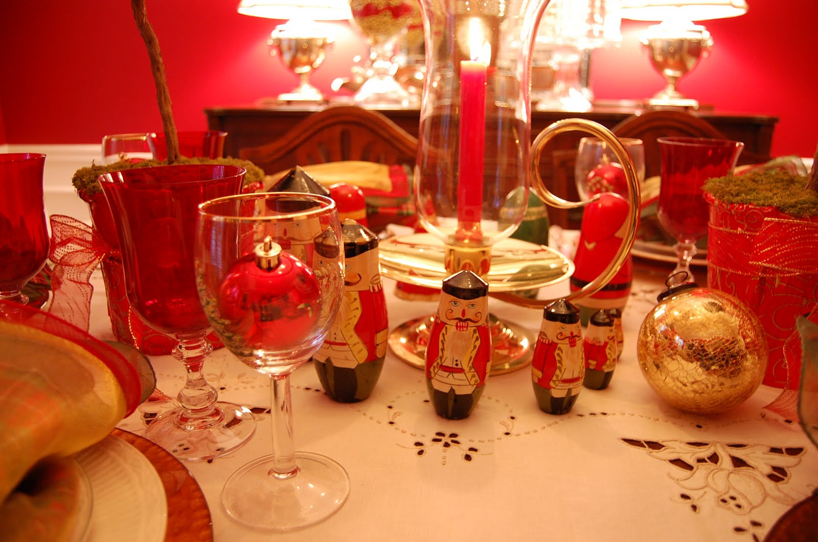 Russian table setting - Christmas Table Setting Tablescape With Topiary Centerpiece