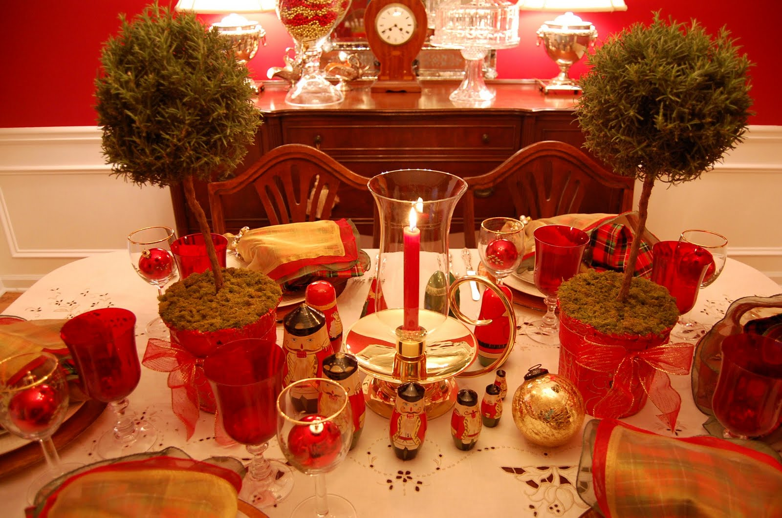 Christmas Table Setting Tablescape with Topiary Centerpiece : 14 from betweennapsontheporch.net size 1600 x 1061 jpeg 245kB