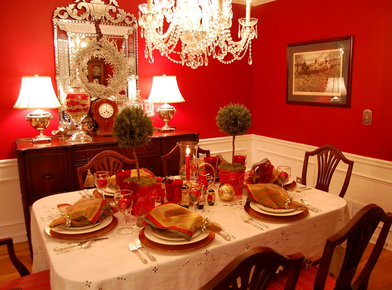 Christmas table decorations red and gold - Christmas Table Setting Tablescape With Topiary Centerpiece