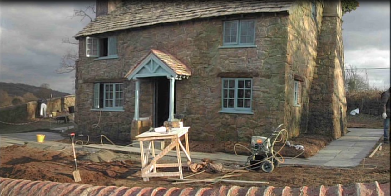 The Holiday Christmas Movie UK Cottage For Sale ...