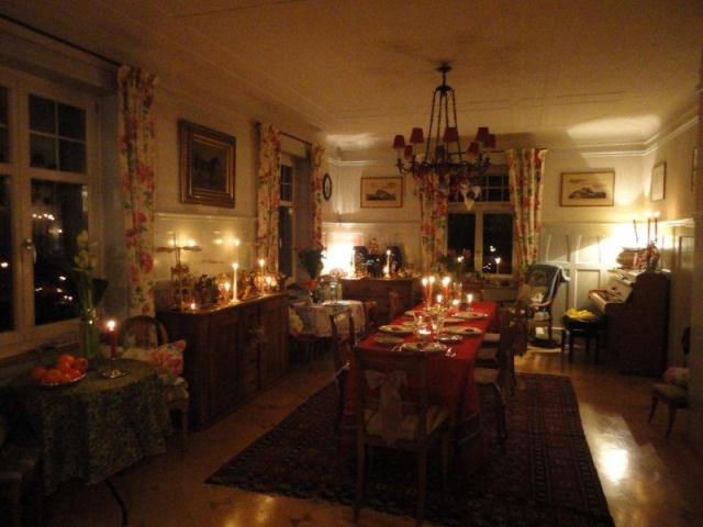 Christmas Tablescape And A Candlelit Christmas Tree